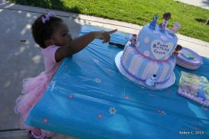 Cassie points to her cake